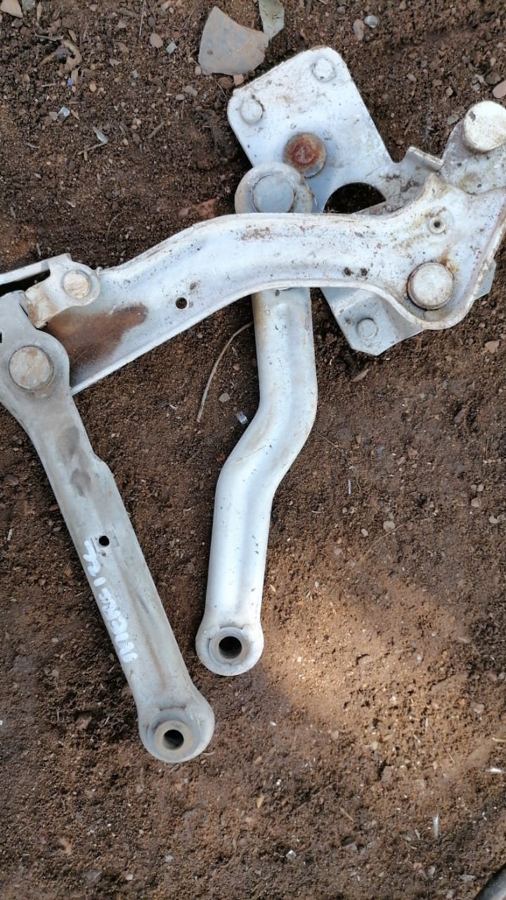 mercedes w123 bonnet hinge - USED(GPO)