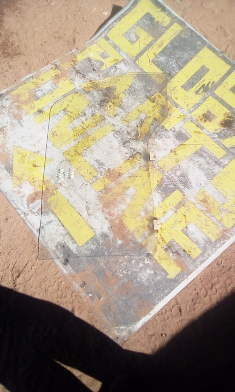 nissan right front window - USED(GPO)