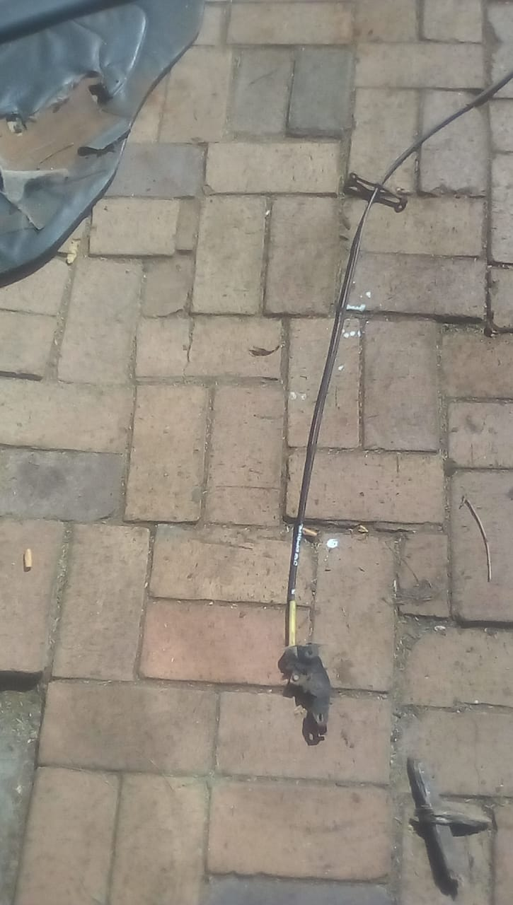 MAZDA 323 BONNET CABLE - USED(GPO)