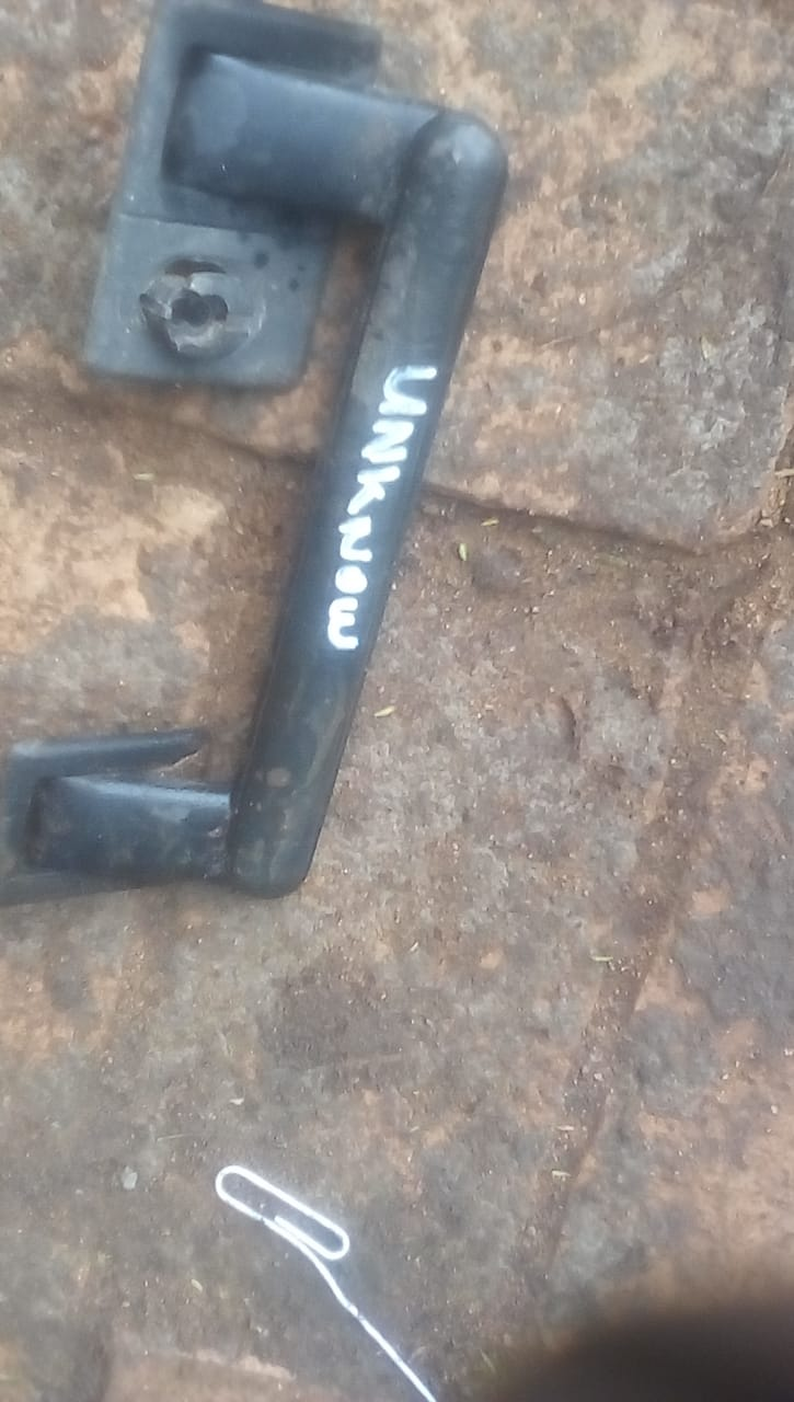 UNKNOWN ROOF HANDLE - USED(GPO)