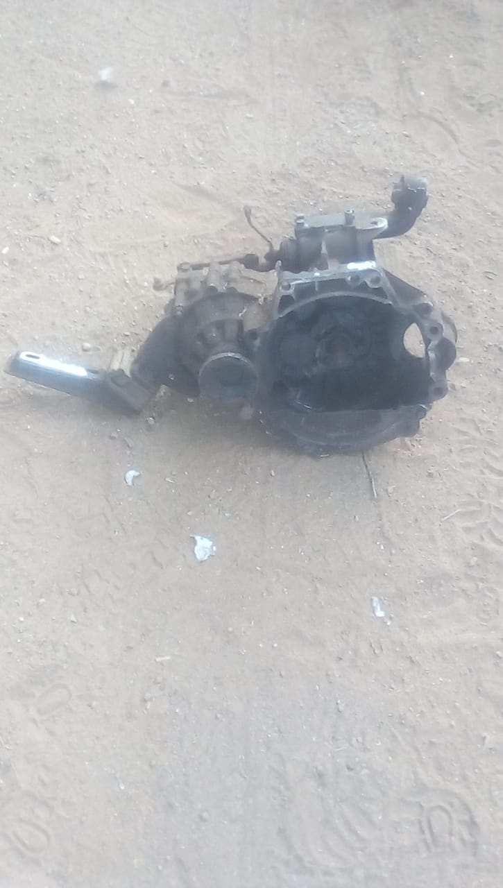 VW GOLF 1 GEARBOX - USED(GPO)