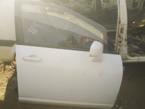 Nissan tiida right front door shell - USED(GPO)