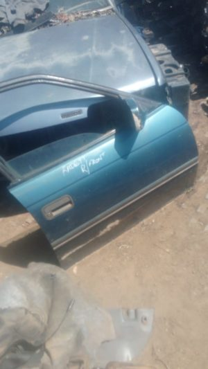 Opel kadette right front door shell - USED(GPO)