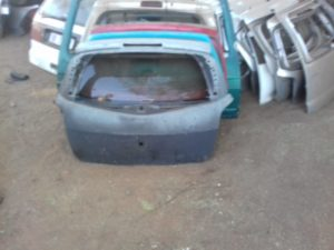 RENAULT CLIO 3 TAILGATE SHELL - USED(GPO)